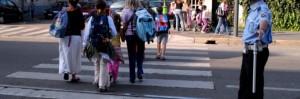 vigile-attraversamento-bambini-scuola