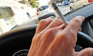 fumo-volante-guida-sigaretta